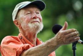 Pete-Seeger-Songleading